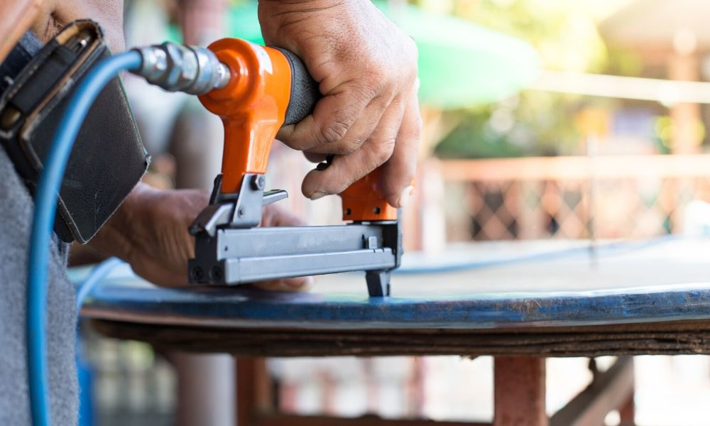 How Do Different Nail Guns Work?